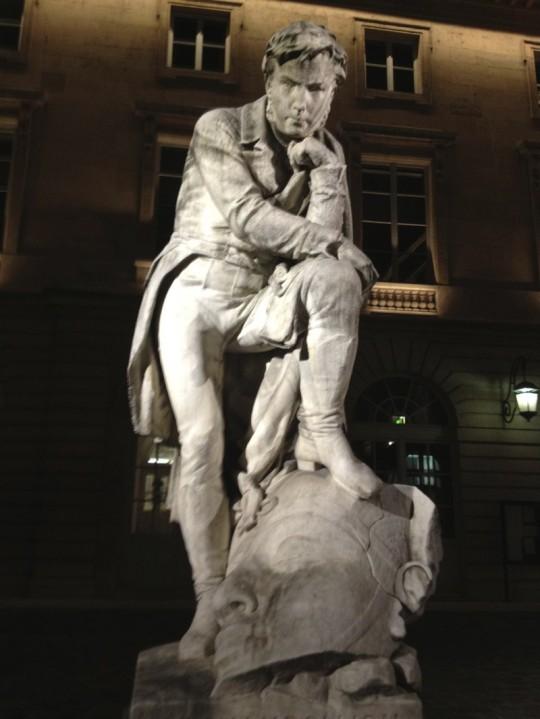 Statue de Bartholdi – Collège de France .   « Je veux consacrer ma vie à l'antique Egypte. » JF Champollion.